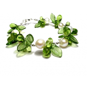 pearl-and-glass-leaves-bracelet